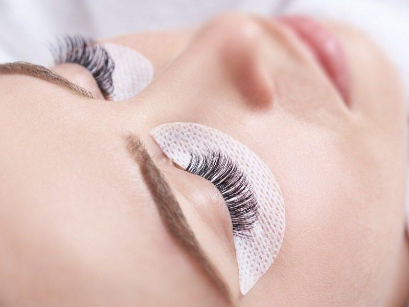false-eyelashes-picture-id506319922